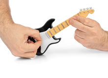 Mains et guitare électrique de jouet Photographie stock