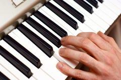 Mains et joueur de piano Photo stock