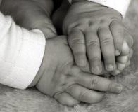 Mains et pieds de chéri Photos libres de droits