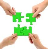 Mains et puzzle Photographie stock libre de droits