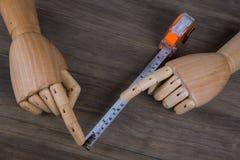 Mains et ruban métrique Photos stock