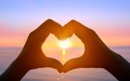 Mains formant un coeur Photo libre de droits