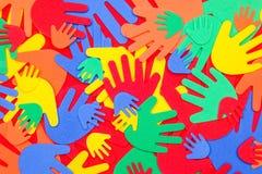 Mains géniales brillamment colorées de mousse photos libres de droits