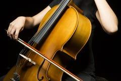 Mains gracieuses de violoncelliste images libres de droits