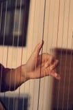 Mains jouant l'harpe Image libre de droits