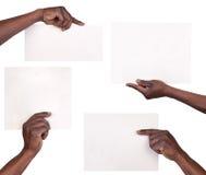 Mains tenant des feuilles de papier Photographie stock libre de droits