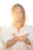 Mains levées par Pâques sur le blanc de coeur Photos libres de droits