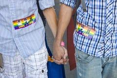 Mains mâles de fixation de couples Image libre de droits