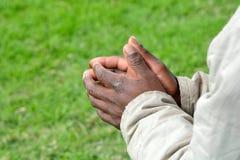 Mains noires de begger sud-africain Photographie stock libre de droits