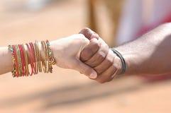 Mains noires et blanches Image libre de droits