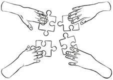 Mains noires et blanches avec le travail d'équipe de puzzles Image stock