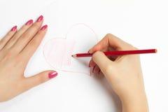 Mains peignant un coeur avec un crayon Images libres de droits
