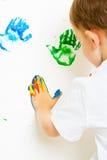 Mains peintes malpropres de Childs sur le mur Image stock