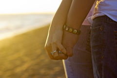 Mains religieuses de fixation de couples photos libres de droits