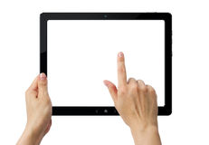 Mains retenant la tablette de PC avec des chemins de découpage