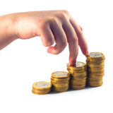 Mains sur des pièces de monnaie images stock