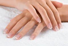 Mains sur la serviette Image stock