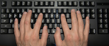 Mains sur le clavier Photo stock