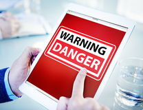 Mains tenant le danger de Tablette de Digital Images libres de droits
