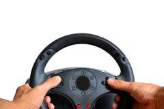 Mains tenant le volant de jeu Image stock