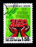 Mains tenant les caractères coréens, 20ème anniversaire du début o Photos libres de droits
