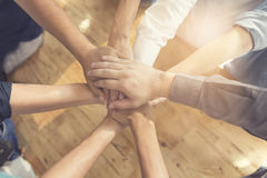 mains unies pour le concept de coopération et de travail d'équipe Image libre de droits