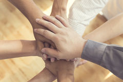 mains unies pour le concept de coopération et de travail d'équipe Image stock