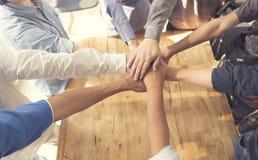 mains unies pour le concept de coopération et de travail d'équipe Photographie stock
