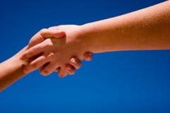 Mains vers le haut dans le ciel Photo libre de droits