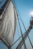 Mainsail, линии и флаг стоковые фото