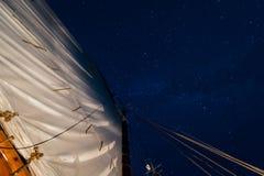 Mainsail с закручивая звездами стоковая фотография rf