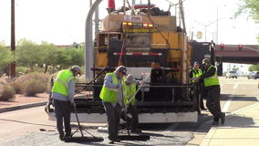 Maintaing gata för körbanabesättning stock video