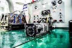 Maintanance aéro-électronique d'avions Images libres de droits