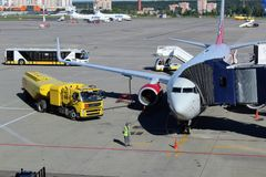 Maintenance of the aircraft at the international airport Vnukovo Moscow - July 2017 Stock Images