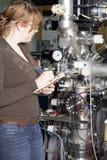 Maintenance de l'accélérateur d'ion, scientifique sur le travail photo libre de droits