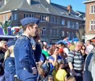 Maintenez l'ordre en service pendant le carnaval dans Nivelles, Belgique Image stock