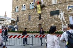 Maintenez l'ordre garder la façade du vieux ` enrichi de Palazzo Vecchio de ` de palais photo stock