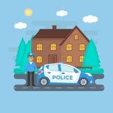 Maintenez l'ordre la patrouille sur une route avec la voiture de police, maison, paysage de nature Photos libres de droits