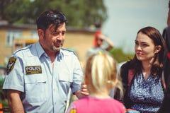 Maintenez l'ordre les personnes de train à la sécurité et les premiers secours dans le cadre du jour de sécurité à Kiev Photographie stock