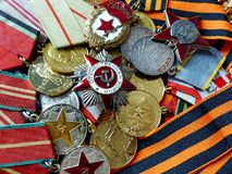 Maio 9 - dia da vitória O close-up orden ` patriótico da guerra do ` do grande, sinal do ` dos protetores do `, orden do ` vermel imagens de stock royalty free