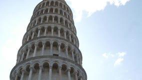 A maioria de atração turística famosa em Pisa - a torre inclinada - Toscânia video estoque