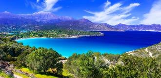 A maioria de praias bonitas da ilha da Creta - baía de Istron perto de Agios Ni Fotografia de Stock