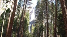 Mais baixa e queda superior de yosemite, parque nacional de Yosemite, Califórnia, EUA video estoque