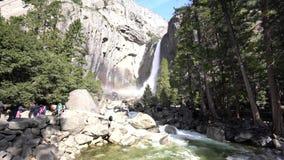 Mais baixa queda de Yosemite no Yosemite famoso vídeos de arquivo