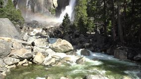 Mais baixa queda de Yosemite no Yosemite famoso video estoque