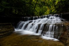 Mais baixo caem - parque estadual de Stony Brook - as cachoeiras longas da exposição - New York fotos de stock