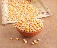 Mais in einer Schüssel Stockbild