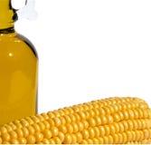 Mais, Flasche Schmieröl auf einem Weiß Lizenzfreie Stockbilder