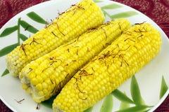 Maiskolben bestreichen Safran mit Butter Stockfoto