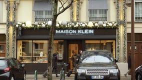 Maison克伦,家庭承包餐食者Maison克伦商店门面法国 股票视频